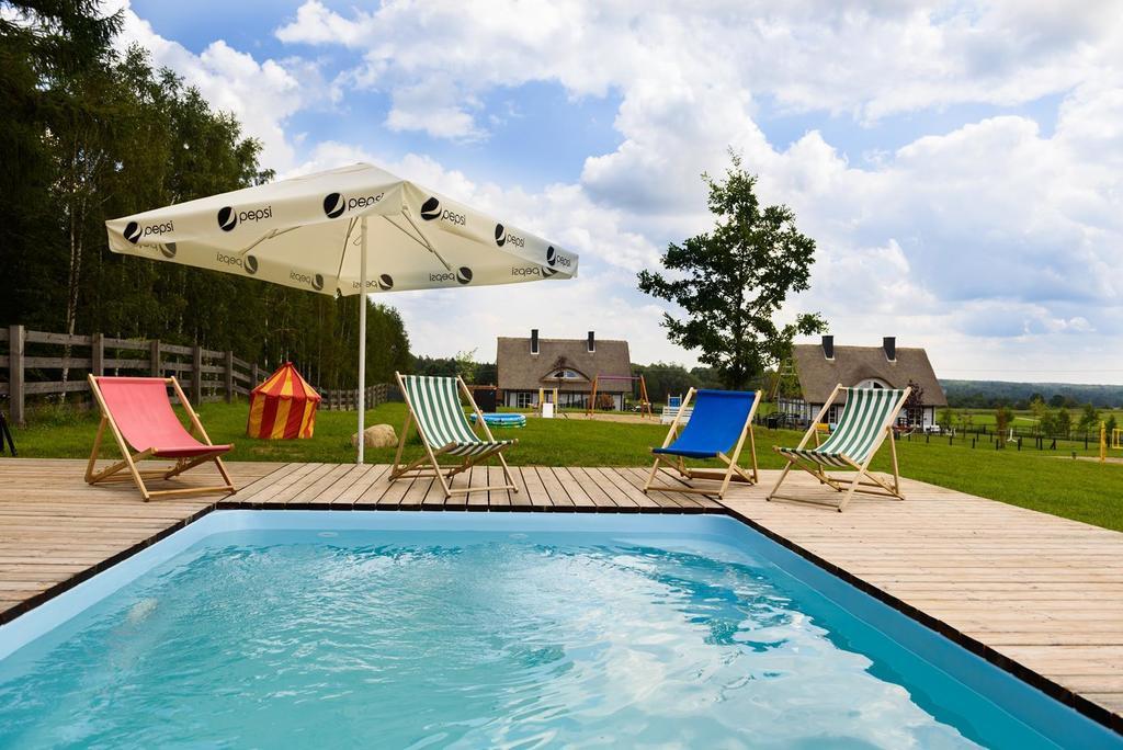 dom z basenem na wakacje