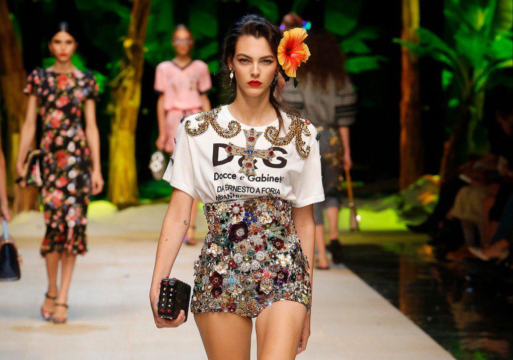 dolce-and-gabbana-summer-2017-women-fashion-show-runway-1020x716
